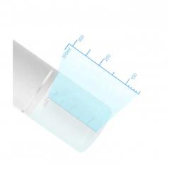 Bezdotykowy dozownik biurkowy do płynów dezynfekcyjnych.