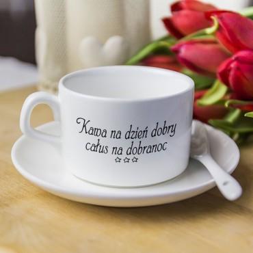 """Filiżanka z tekstem """"Kawa na dzień dobry całus na dobranoc""""."""